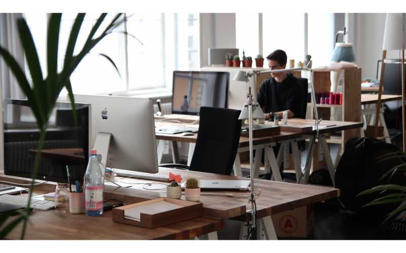 office space for startups-people working in office space-the una group (1)