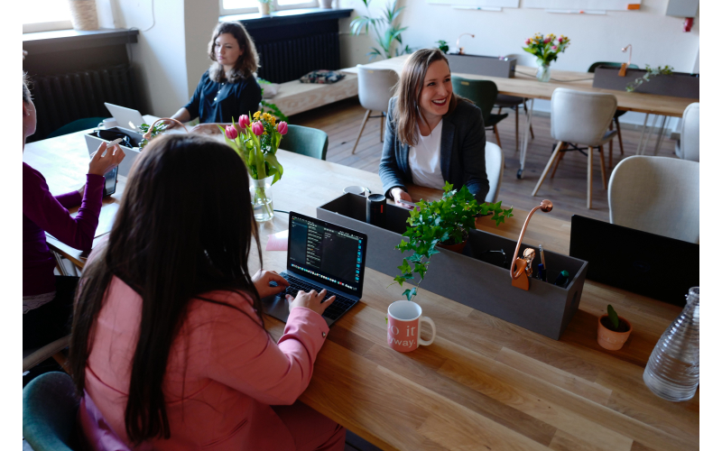 office space for startups-people working-the una group (1)